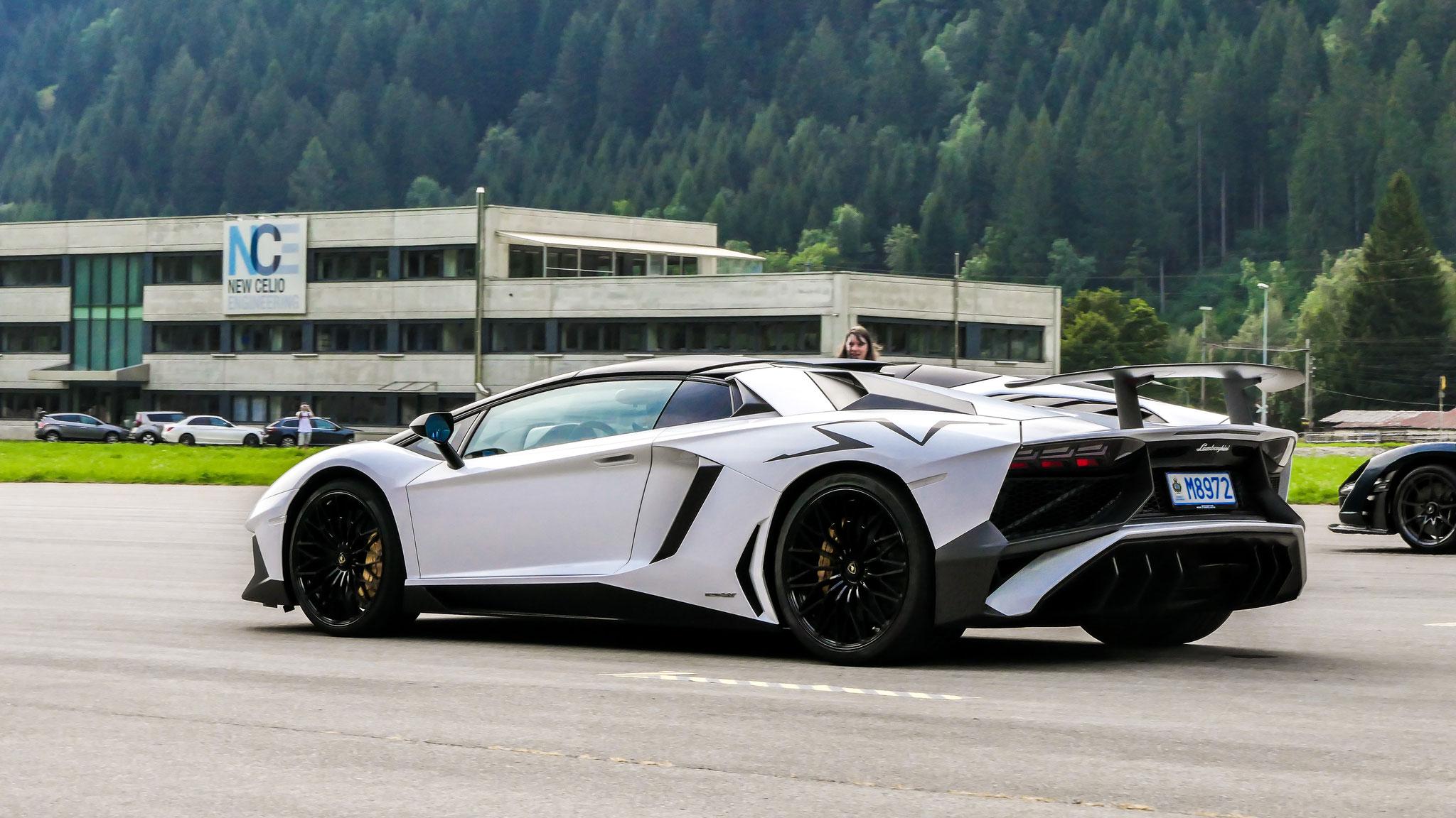 Lamborghini Aventador LP-750-4 SV Roadster - M8972 (AND)