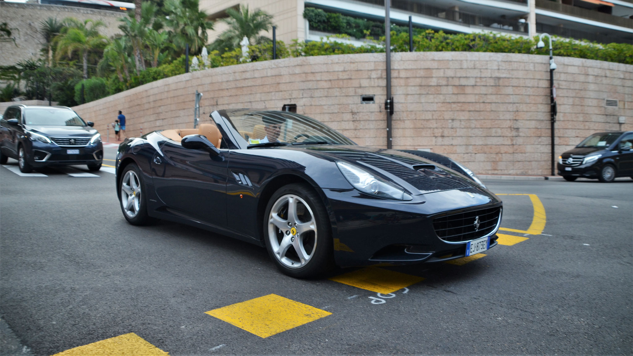 Ferrari California - EJ-873-EY (ITA)