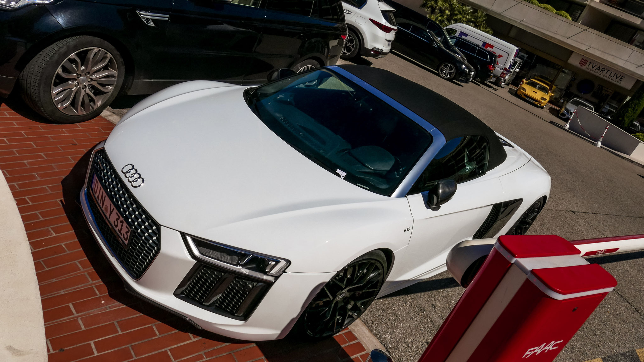 Audi R8 V10 Spyder - DIN-Y-313