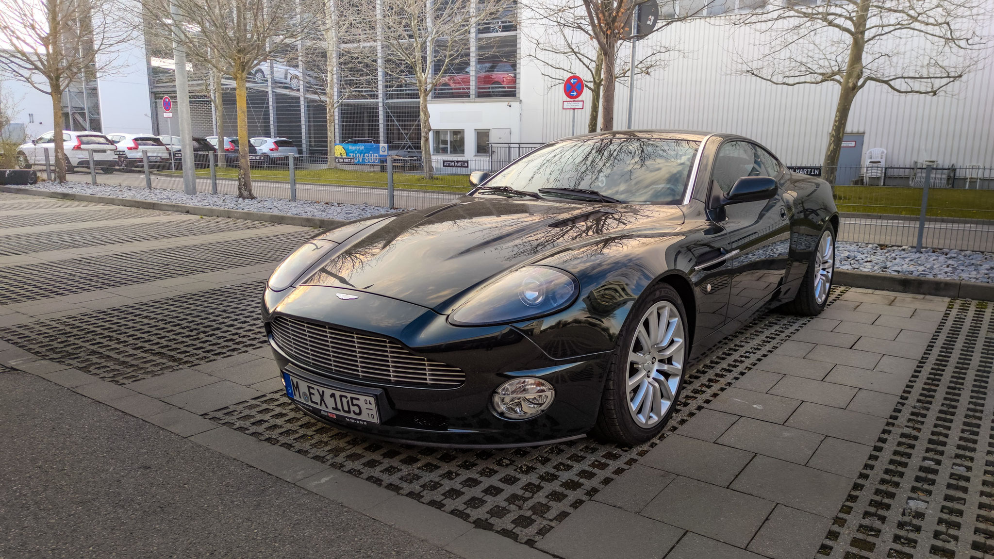 Aston Martin V12 Vanquish - M-EX-105