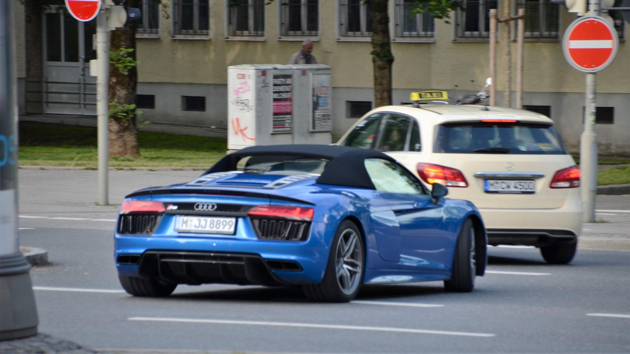 Audi R8 V10 Spyder - M-JJ-8899