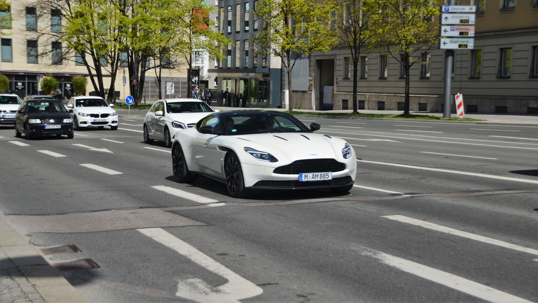 Aston Martin DB11 - M-AM-885
