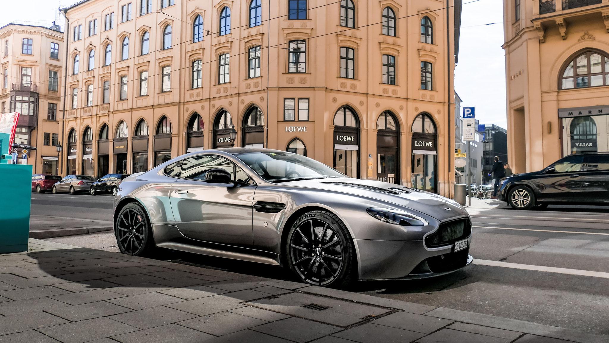 Aston Martin Vantage V12 - SZ-122282 (CH)