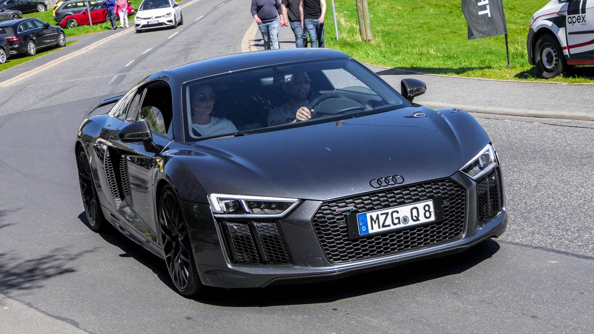 Audi R8 V10 - MZG-Q-8