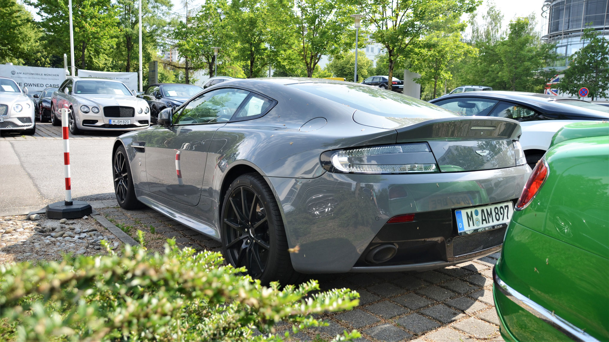 Aston Martin Vantage V12 - M-AM-897