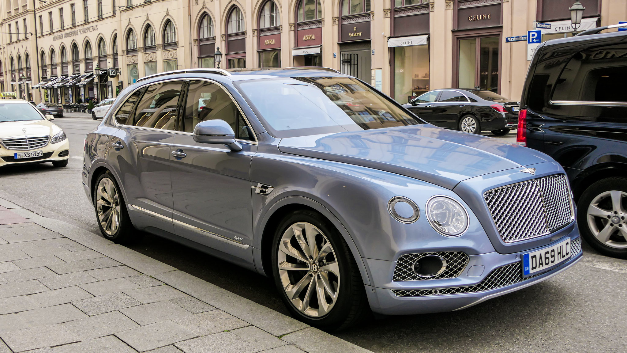 Bentley Bentayga Hybrid - DA69-HLC (GB)