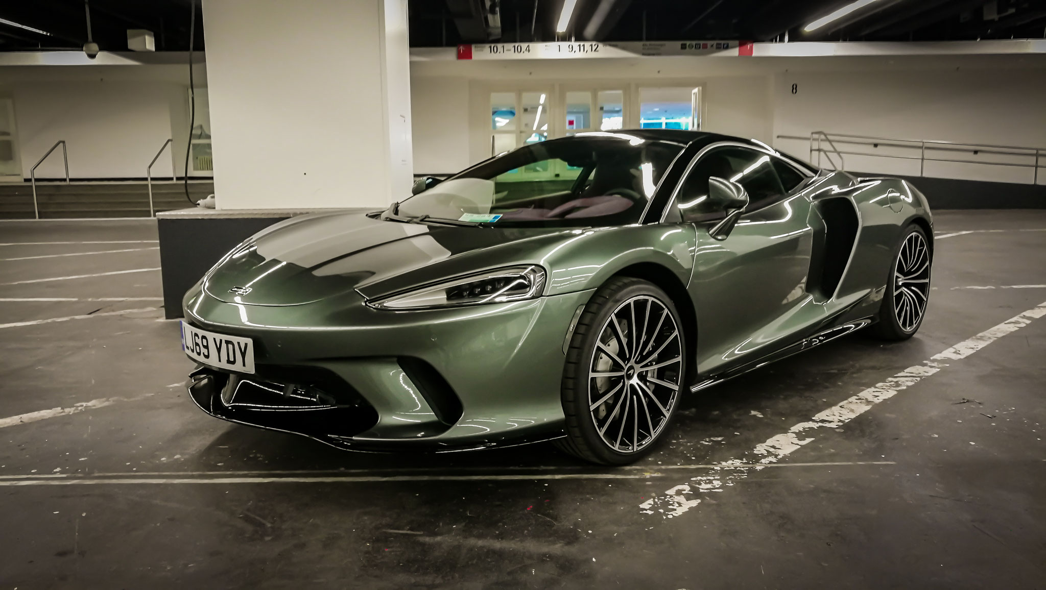 McLaren GT - LJ69-YDY (GB)