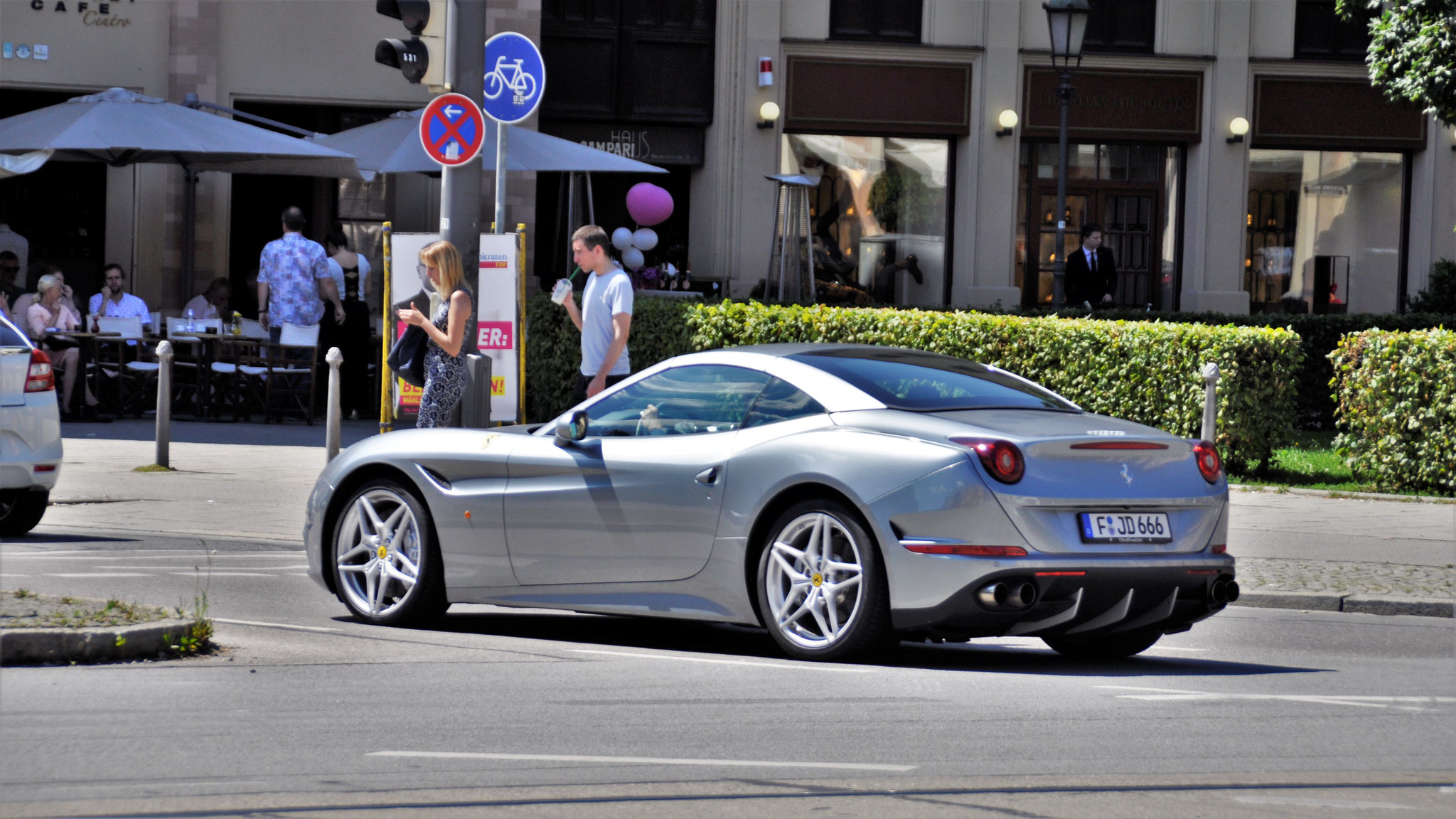 Ferrari California T - F-JD-666