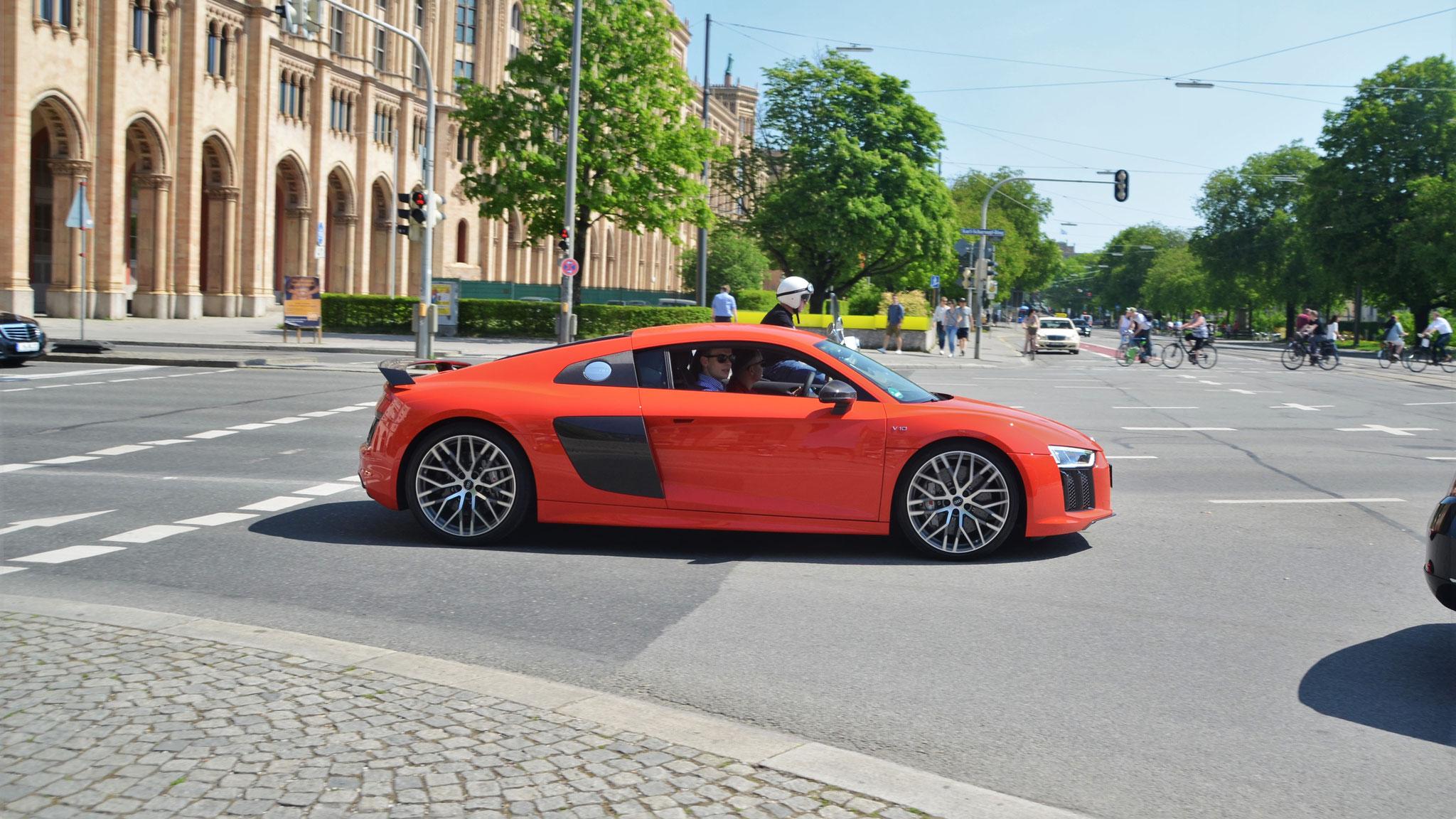 Audi R8 V10 - IN-AW-3829