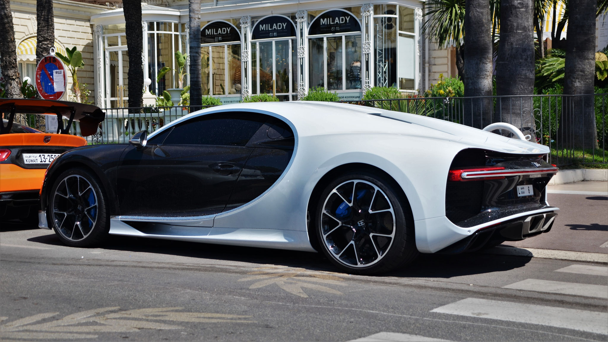 Bugatti Chiron - L-6 (Dubai)