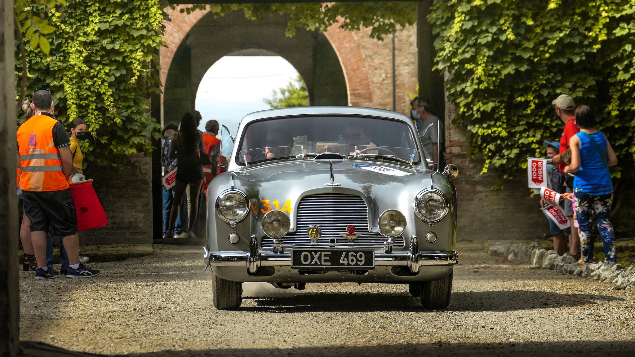 Aston Martin DB2/4 - OXE-469 (GB)