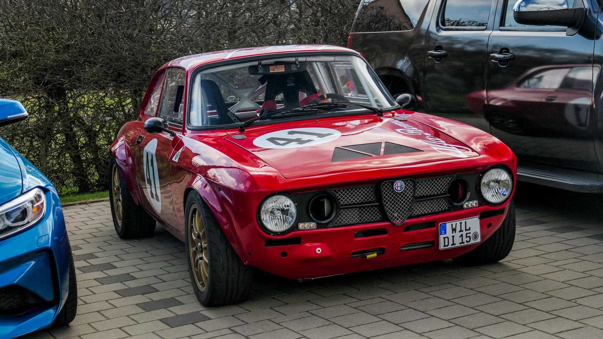 """Alfa Romeo Giulia  """"GTA"""" - WIL-DI-15"""