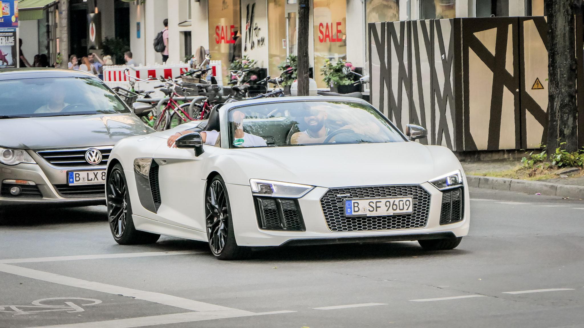 Audi R8 V10 Spyder - B-SF-9609