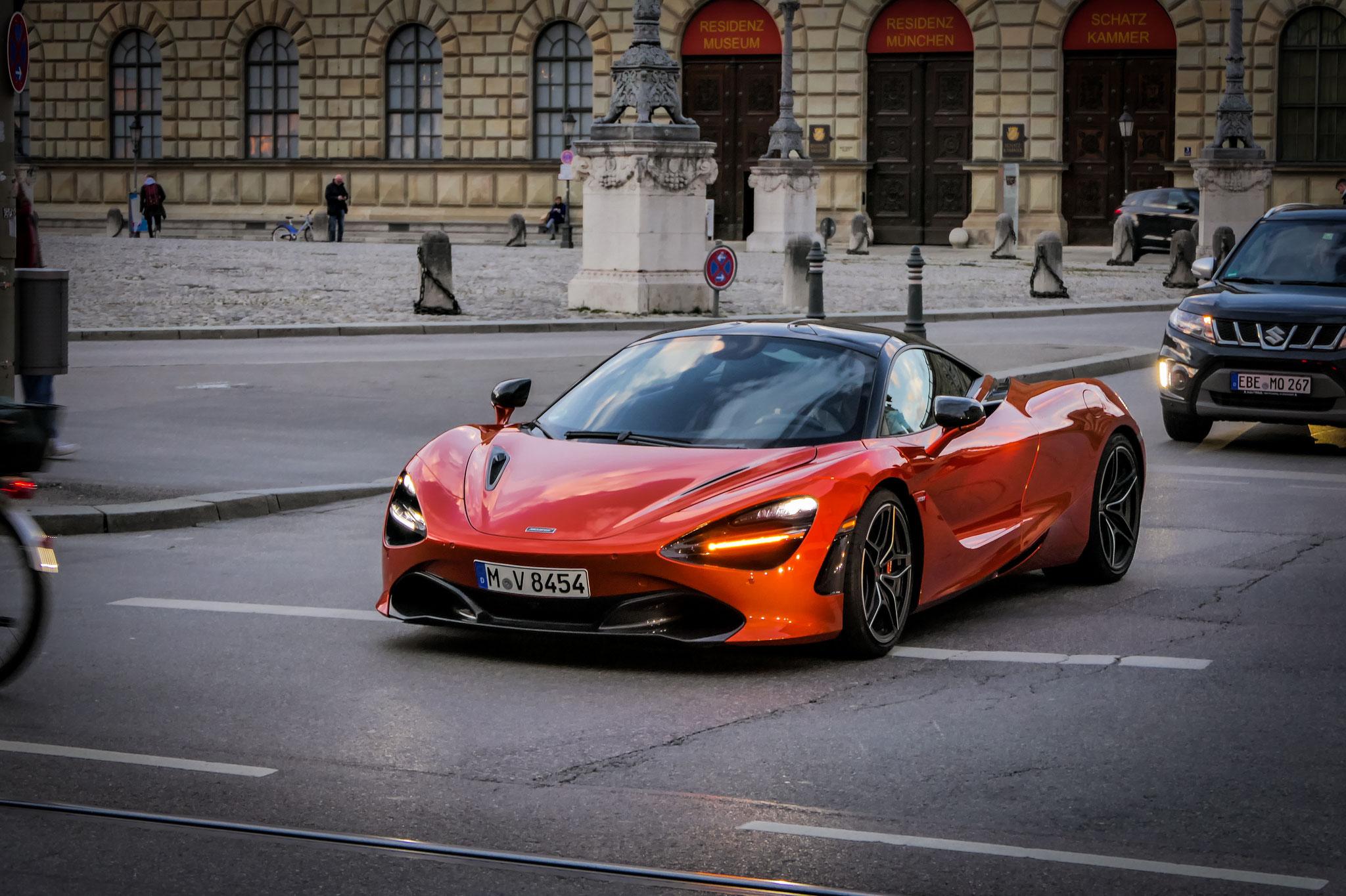 McLaren 720S - M-V-8454