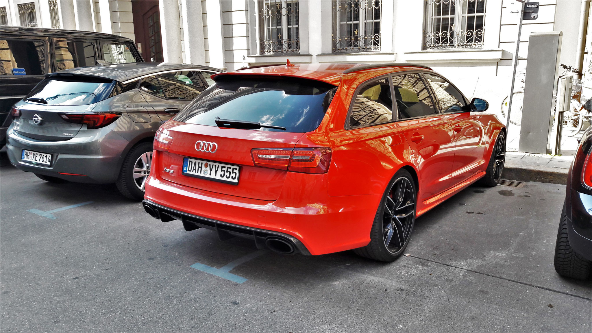 Audi RS6 - DAH-YY-555