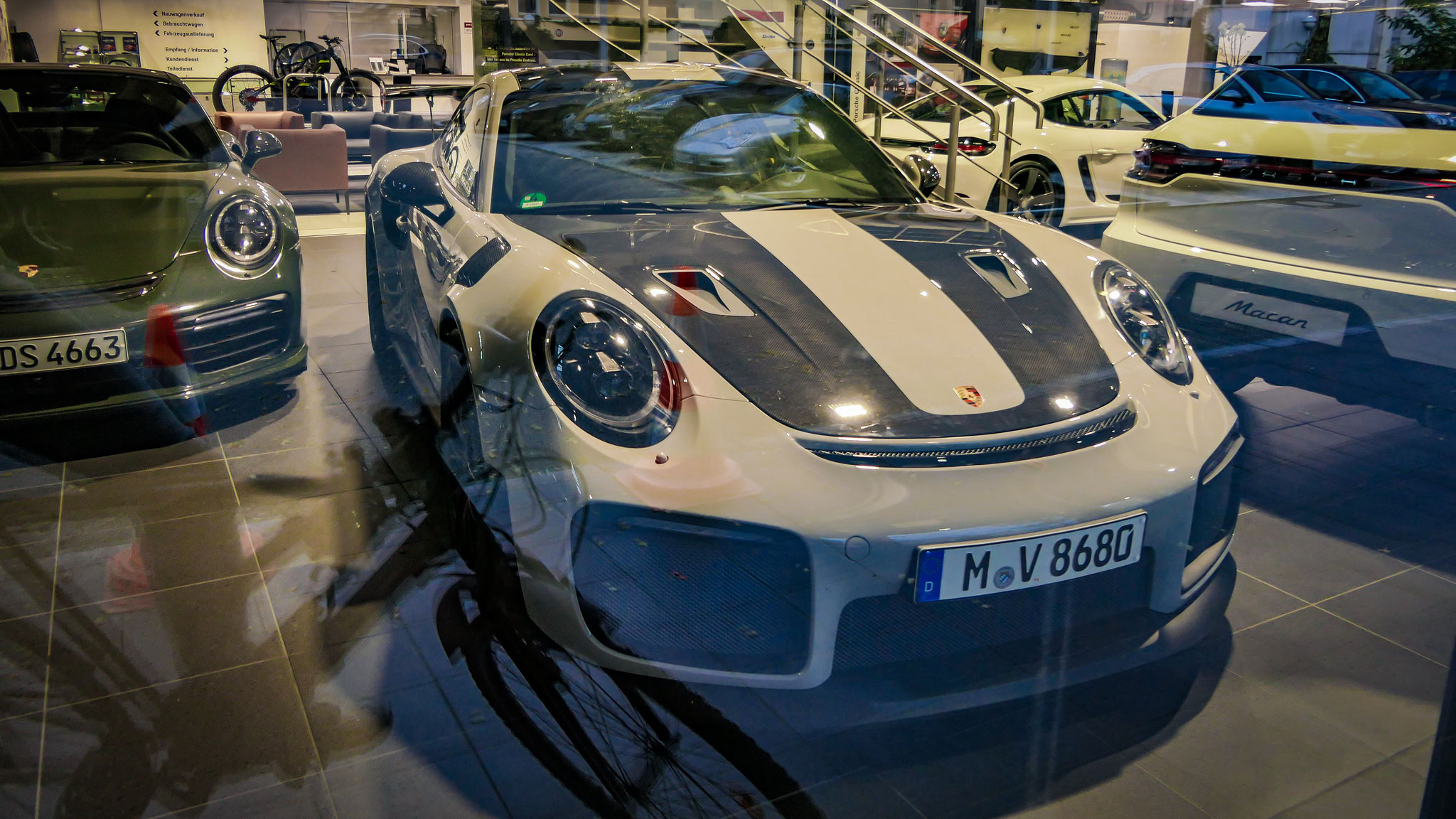 Porsche GT2 RS - M-V-8680