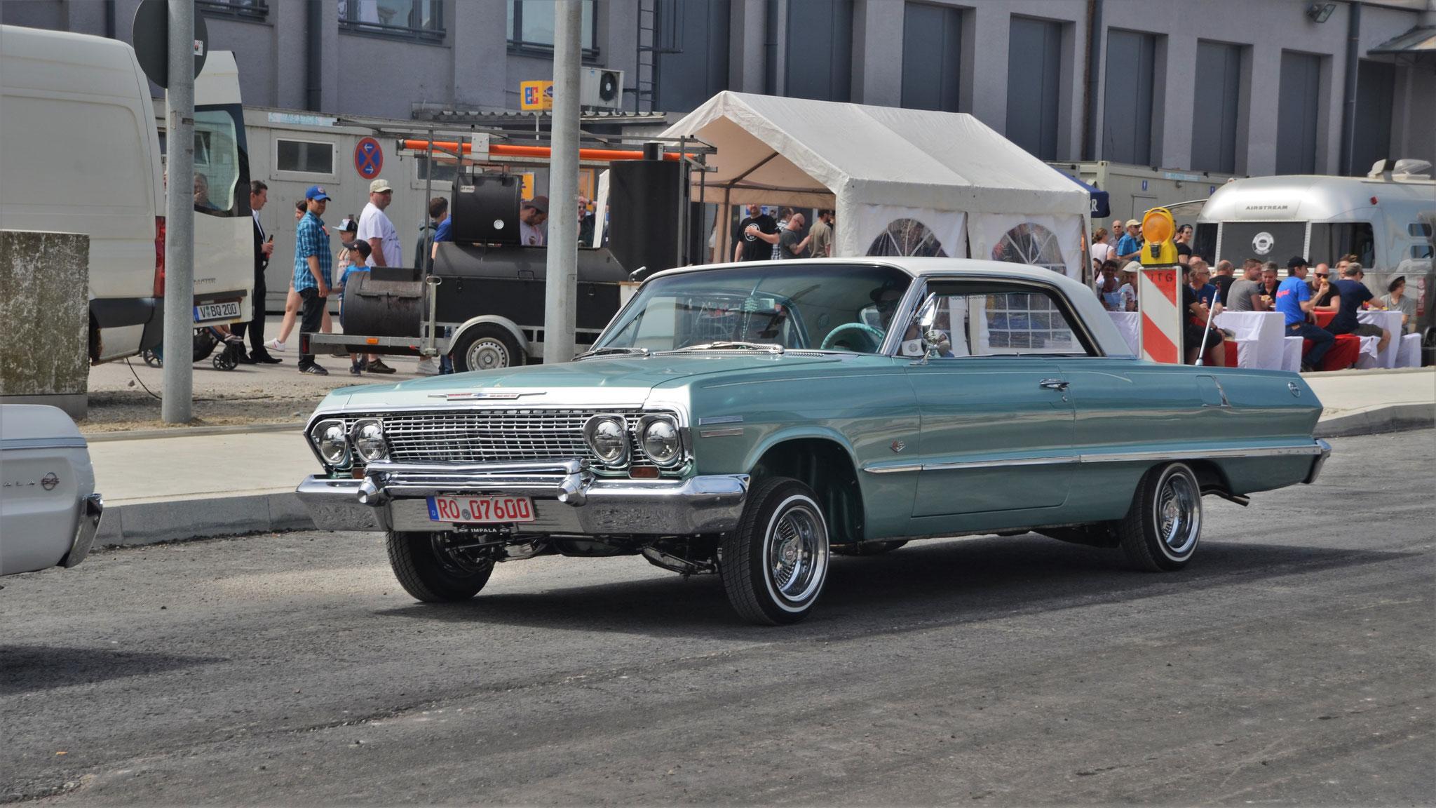 Chevrolet Impala Low Rider - RO-07600