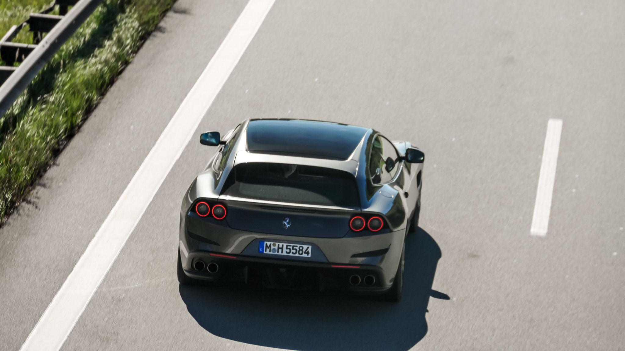 Ferrari GTC4 Lusso - M-H-5584