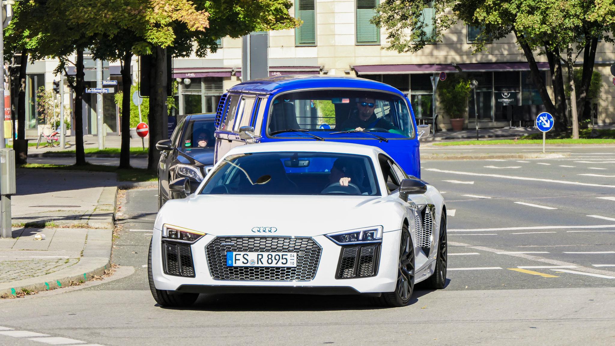 Audi R8 V10 - FS-R-895