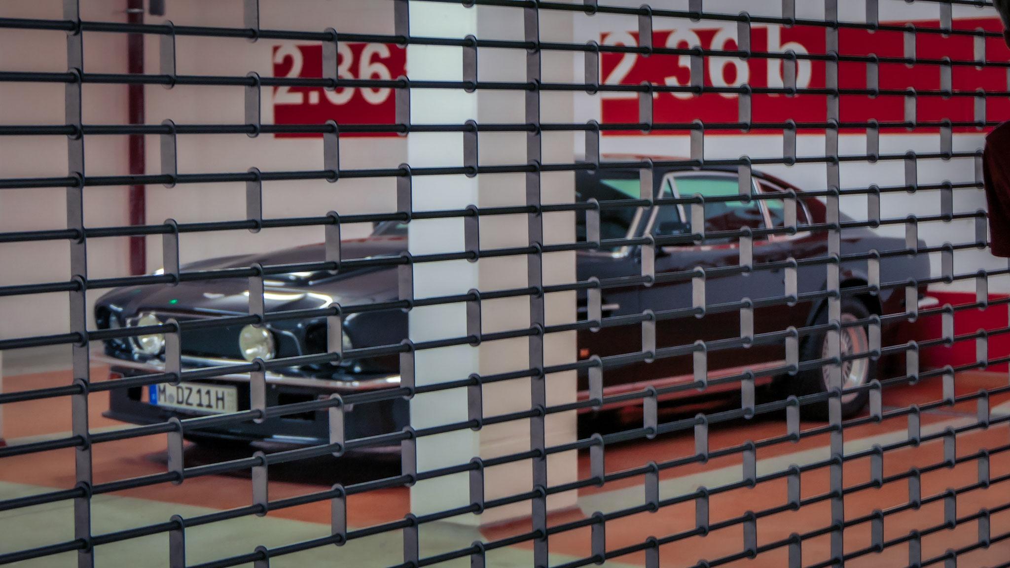 Aston Martin V8 Vantage - M-DZ-11H