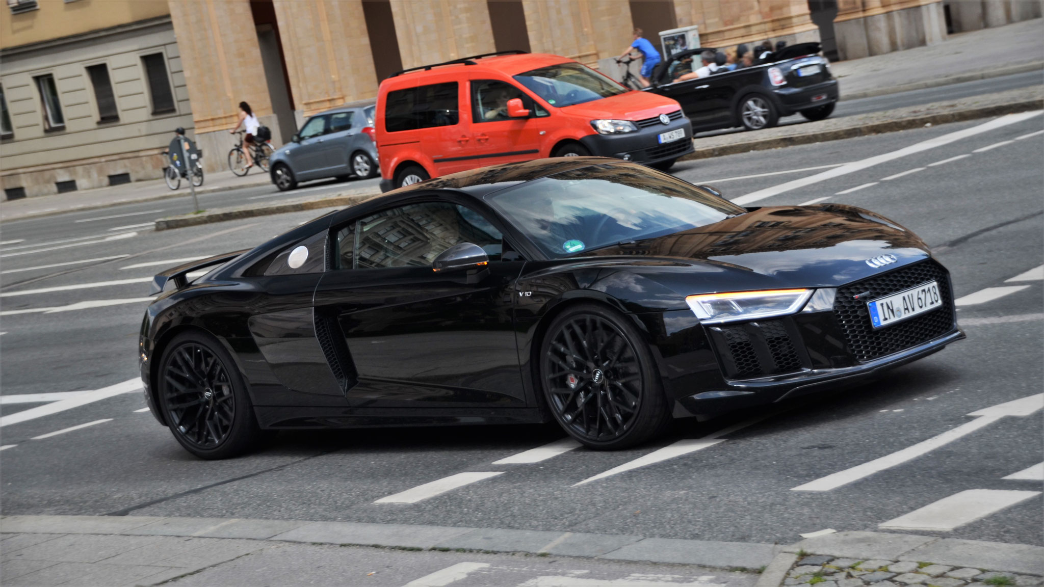 Audi R8 V10 - IN-AV-6718
