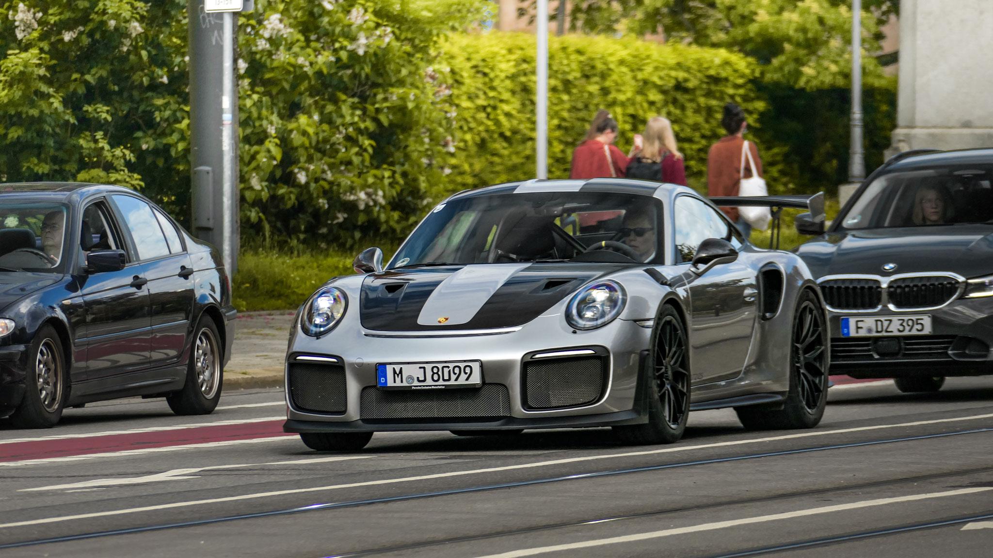 Porsche GT2 RS - M -J-8099