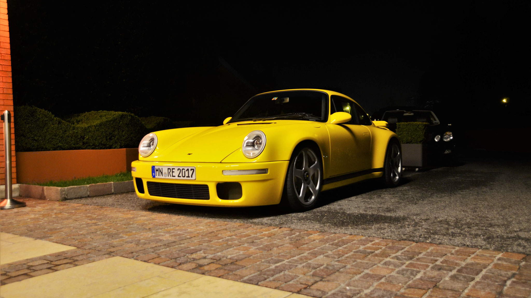 RUF 964 CTR Yellow Bird - MN-RE-2017
