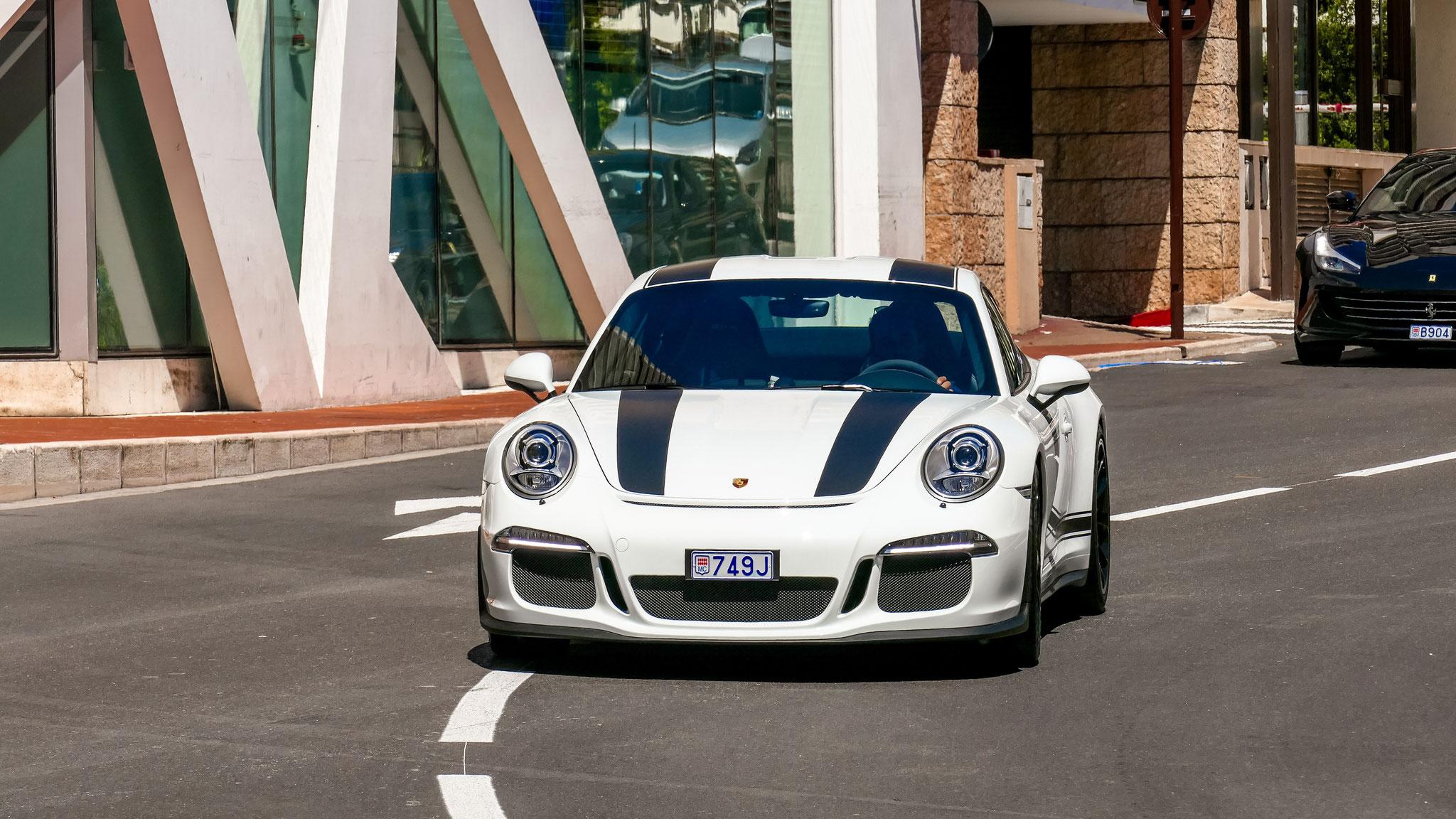 Porsche 911 R - 749J (MC)