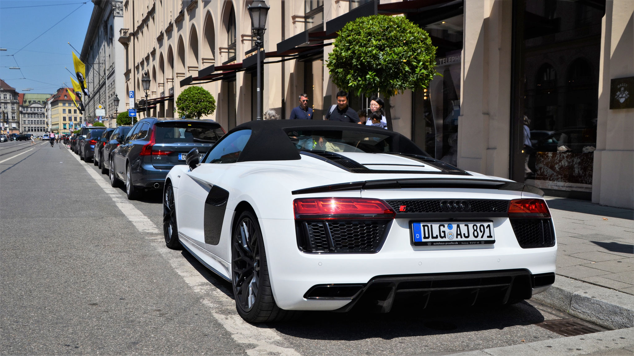 Audi R8 V10 Spyder - DLG-AJ-891