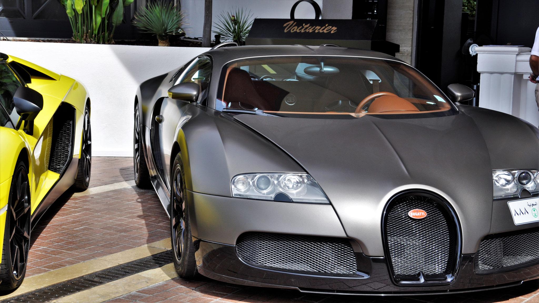 Bugatti Veyron 16.4 - 888-LLL (EGY?)