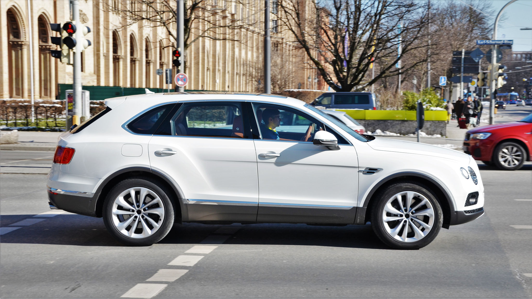 Bentley Bentayga - DF67-BWV (GB)