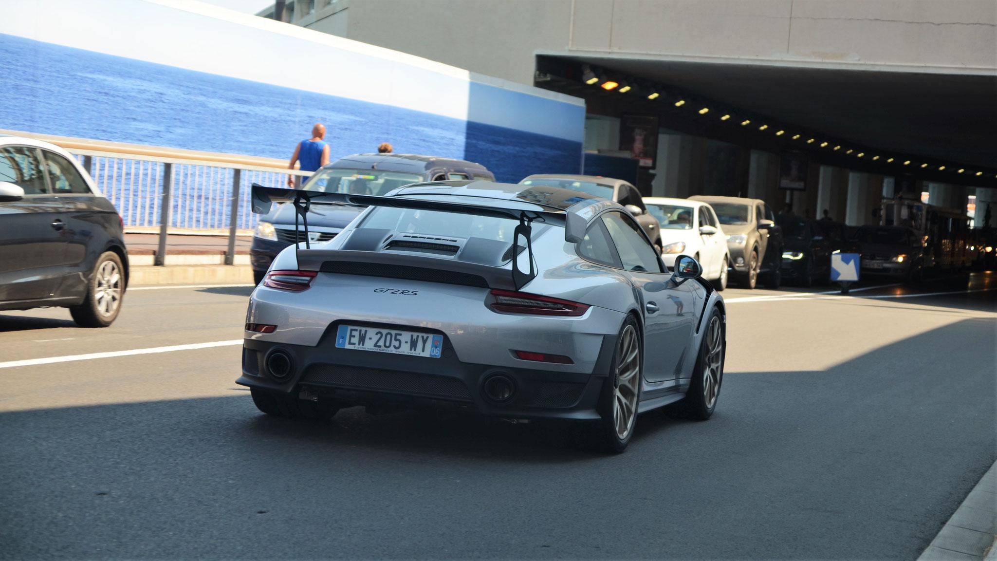 Porsche 911 GT2 RS - EW-205-WY-06 (FRA)