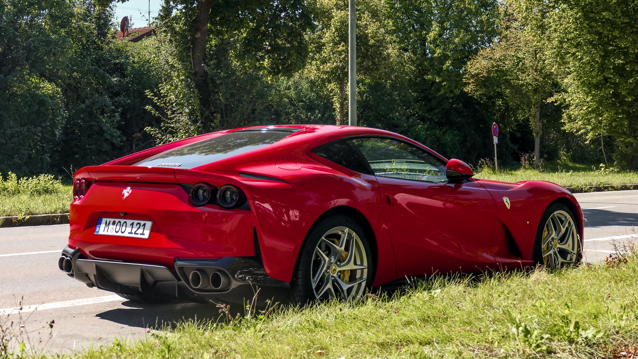 Ferrari 812 Superfast - M-00-121