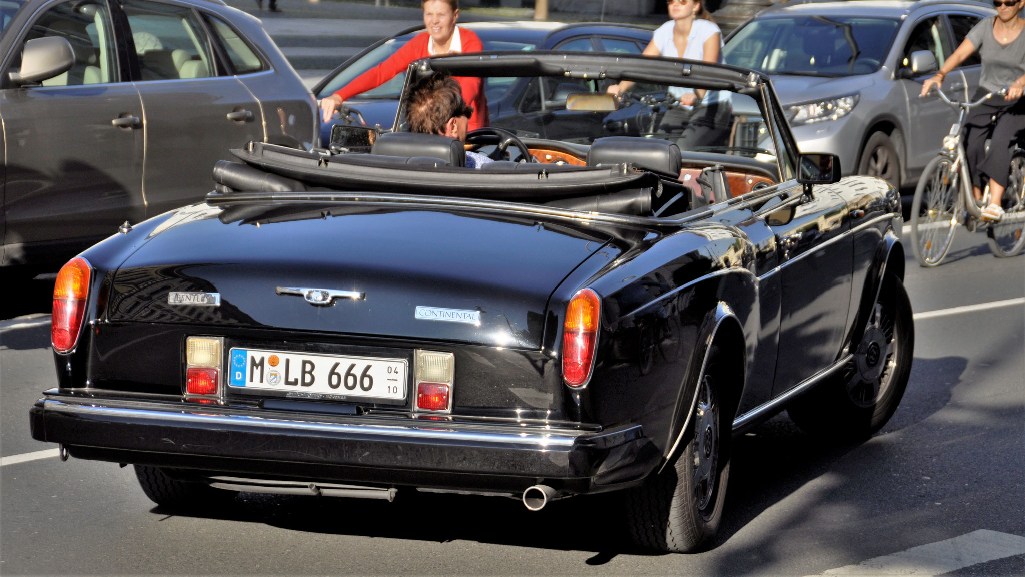 Bentley Corniche - M-LB-666