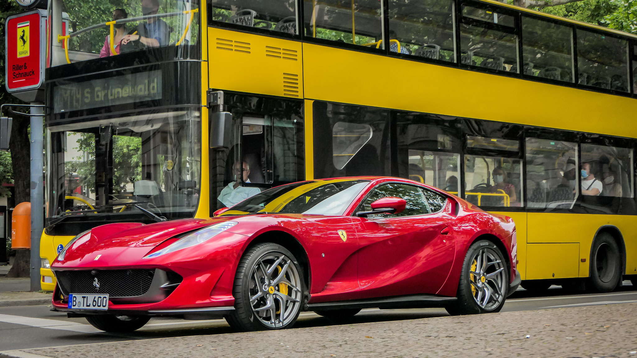 Ferrari 812 Superfast - B-TL-600