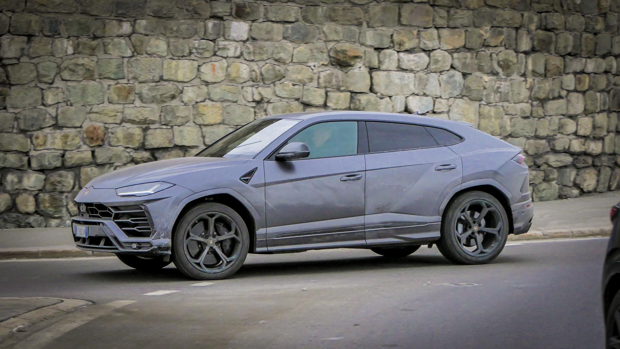 Lamborghini Urus - FY-682-JN (ITA)