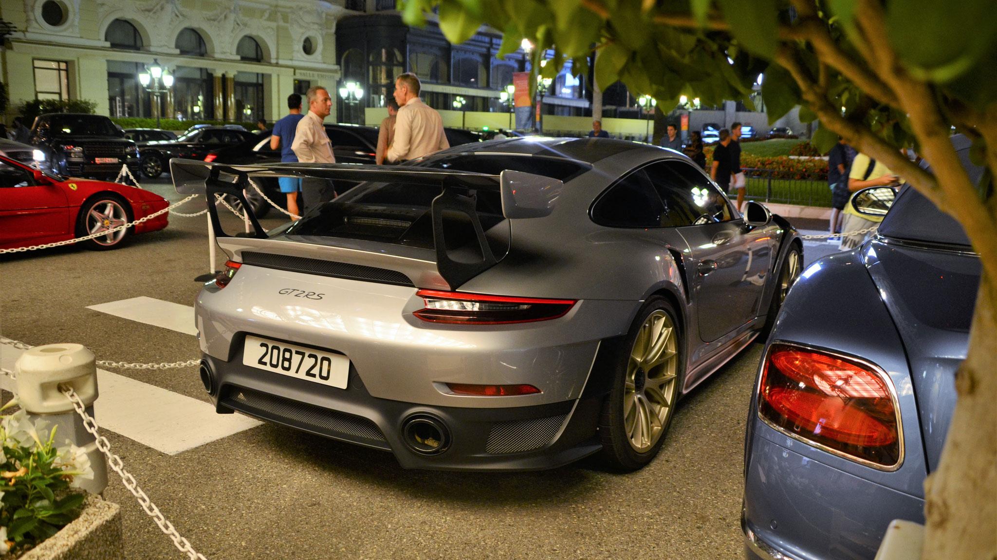 Porsche 911 GT2 RS - 208720 (Arab)