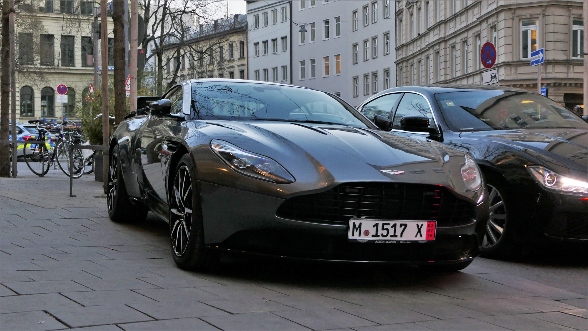 Aston Martin DB11 - M-1817-X