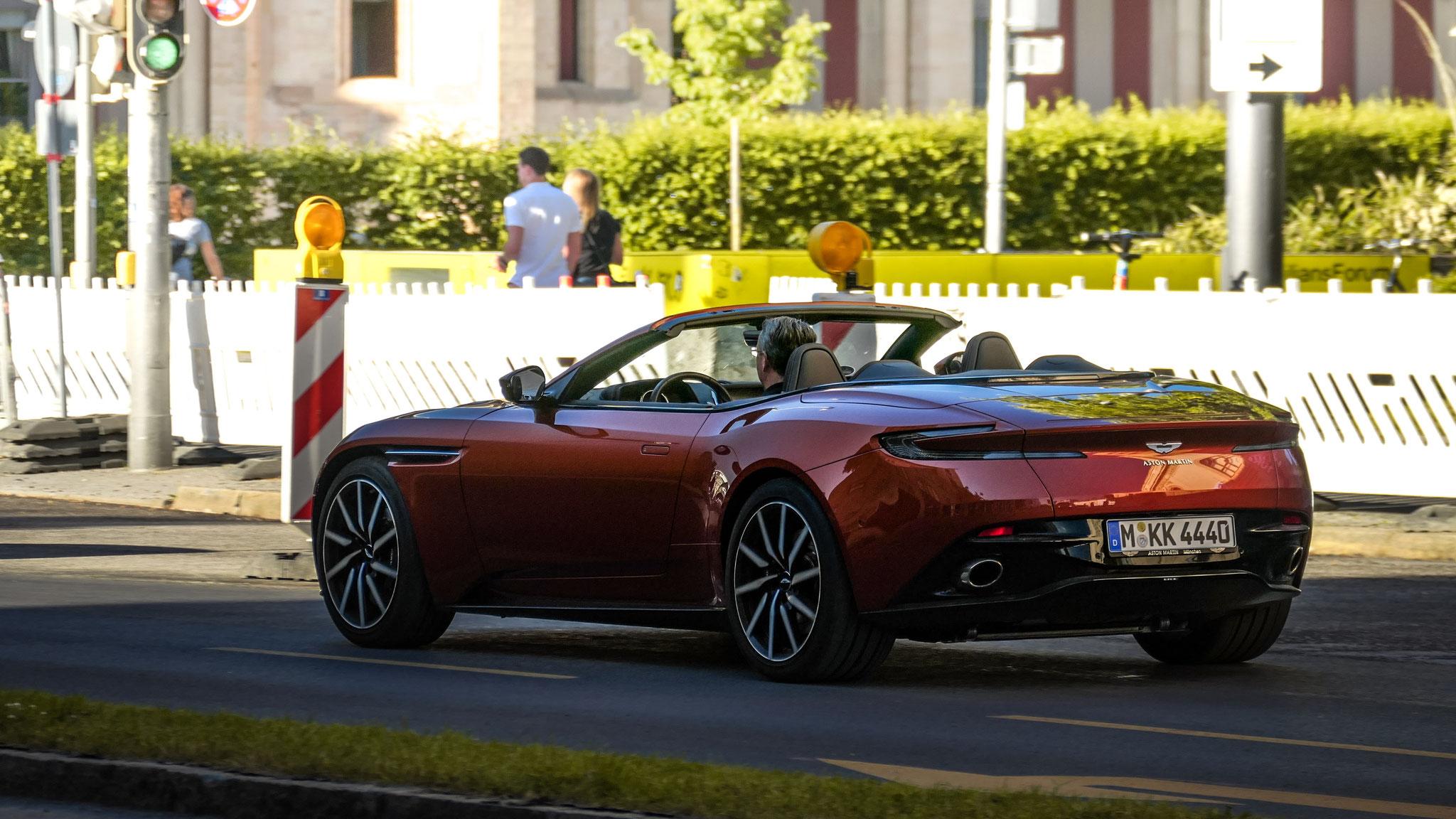 Aston Martin DB11 Volante - M-KK-4440