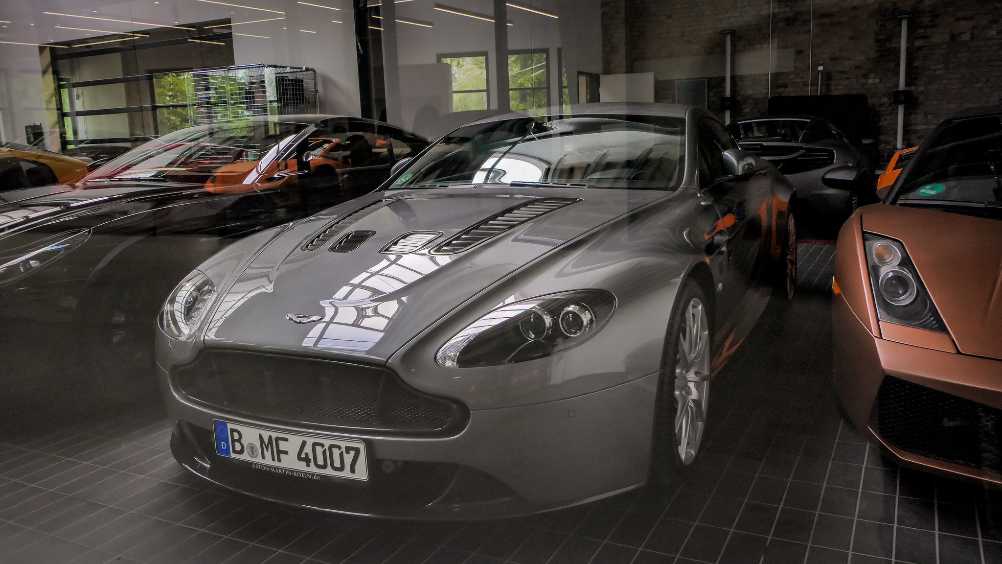 Aston Martin Vantage V12 - B-MF-4007