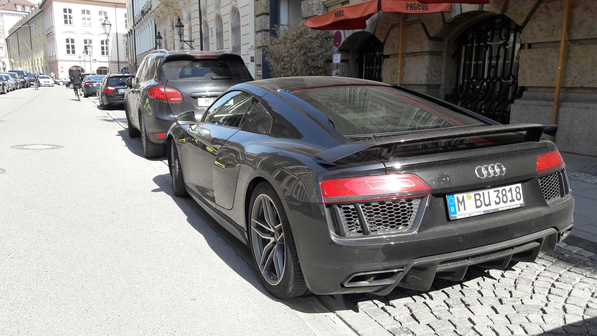 Audi R8 V10 - M-BU-3818