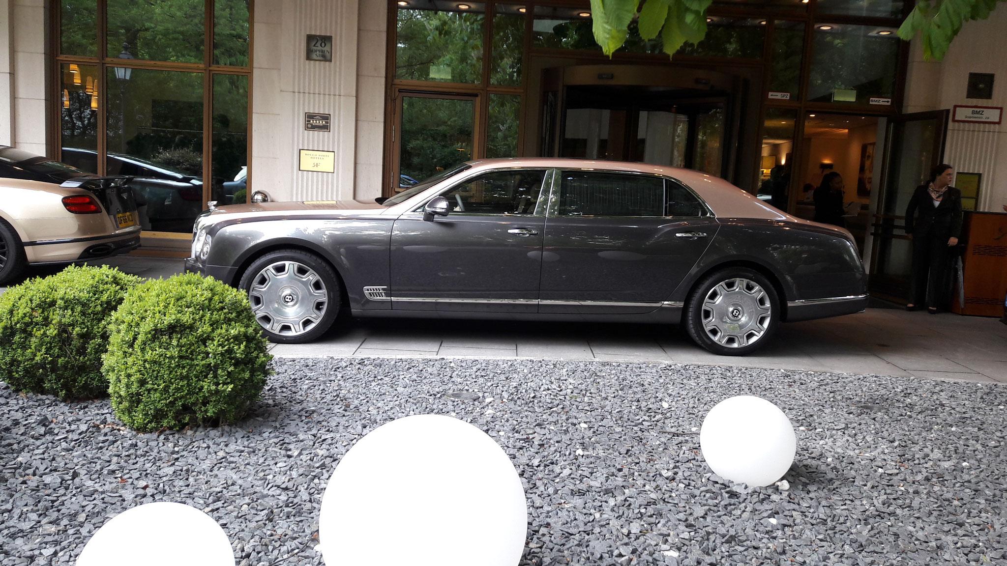Bentley Mulsanne EWB - DF66-MYJ (GB)