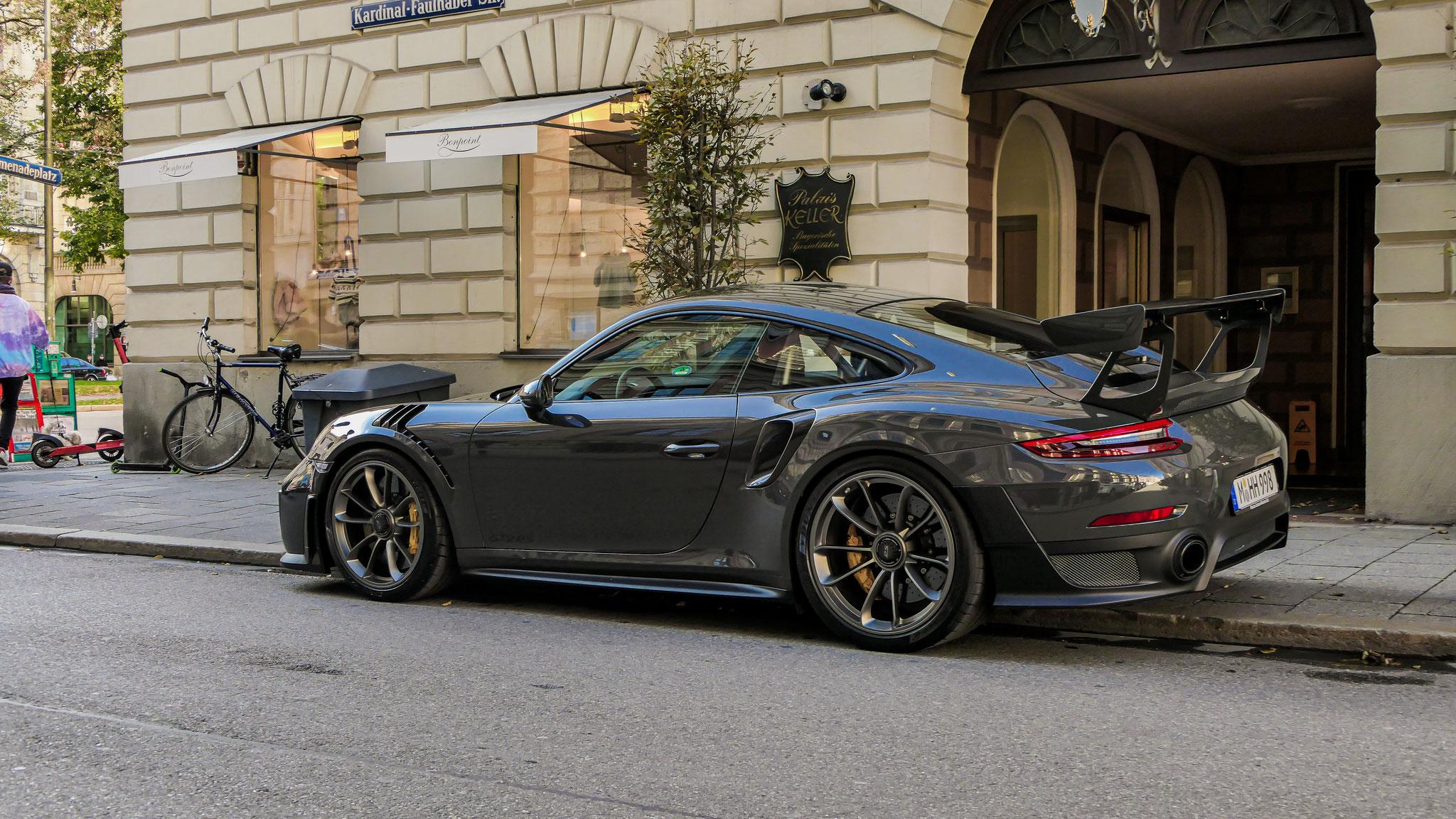 Porsche 911 GT2 RS - M-HH-998