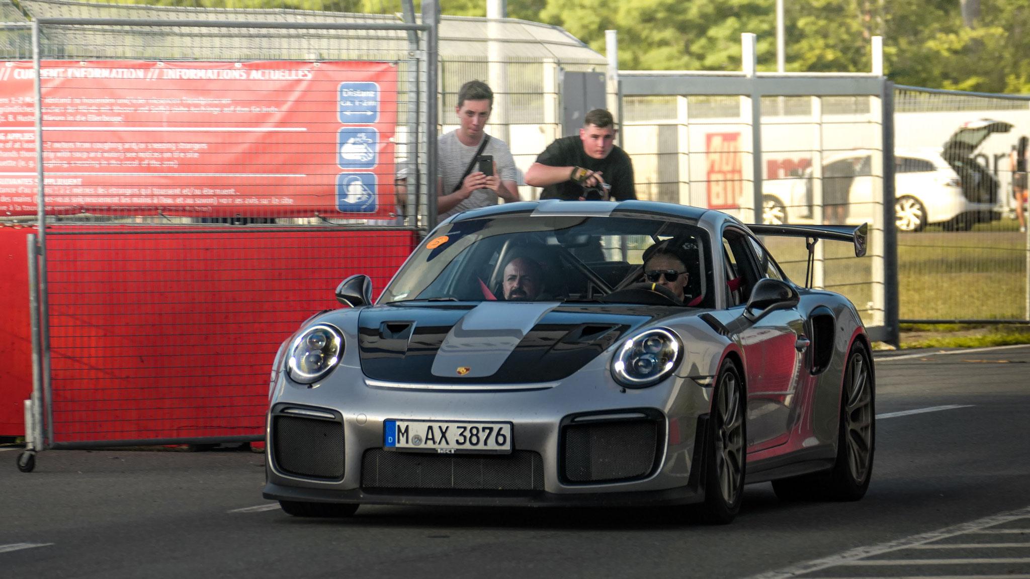 Porsche GT2 RS - M-AX-3876