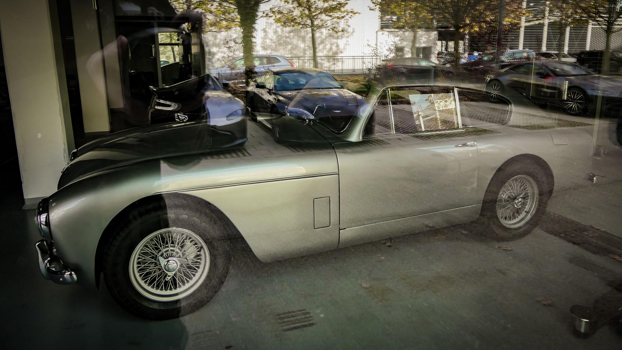 Aston Martin DB2/4 Mk III - UXW-387 (GB)