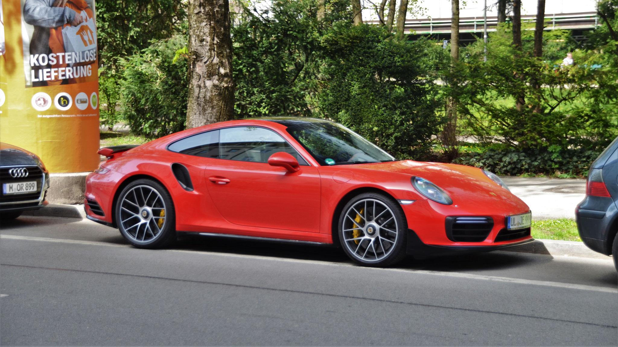 Porsche 911 Turbo S - UL-JE-999