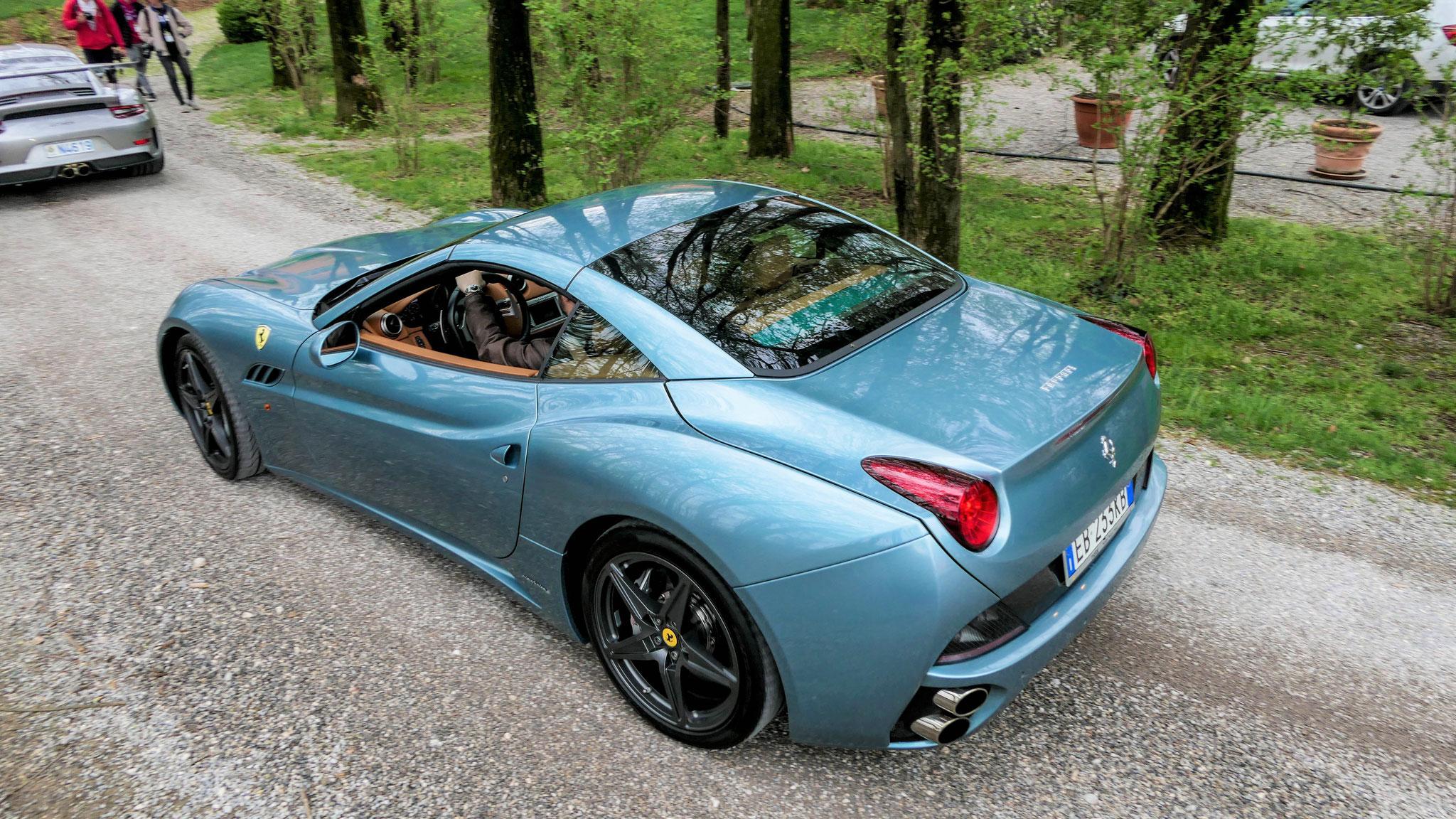 Ferrari California - EB-233-KB (ITA)