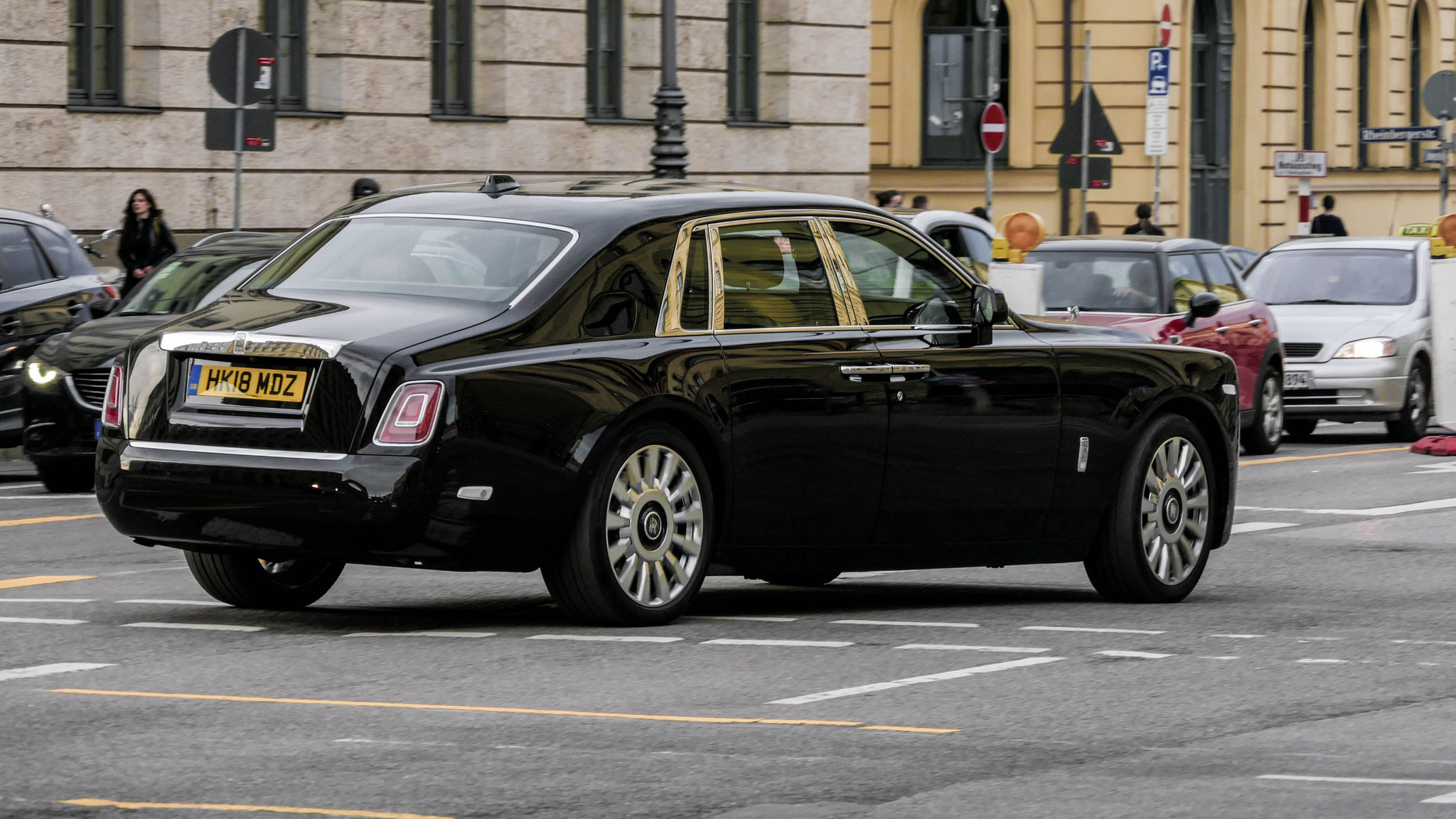 Rolls Royce Phantom - HY18-MDZ (GB)