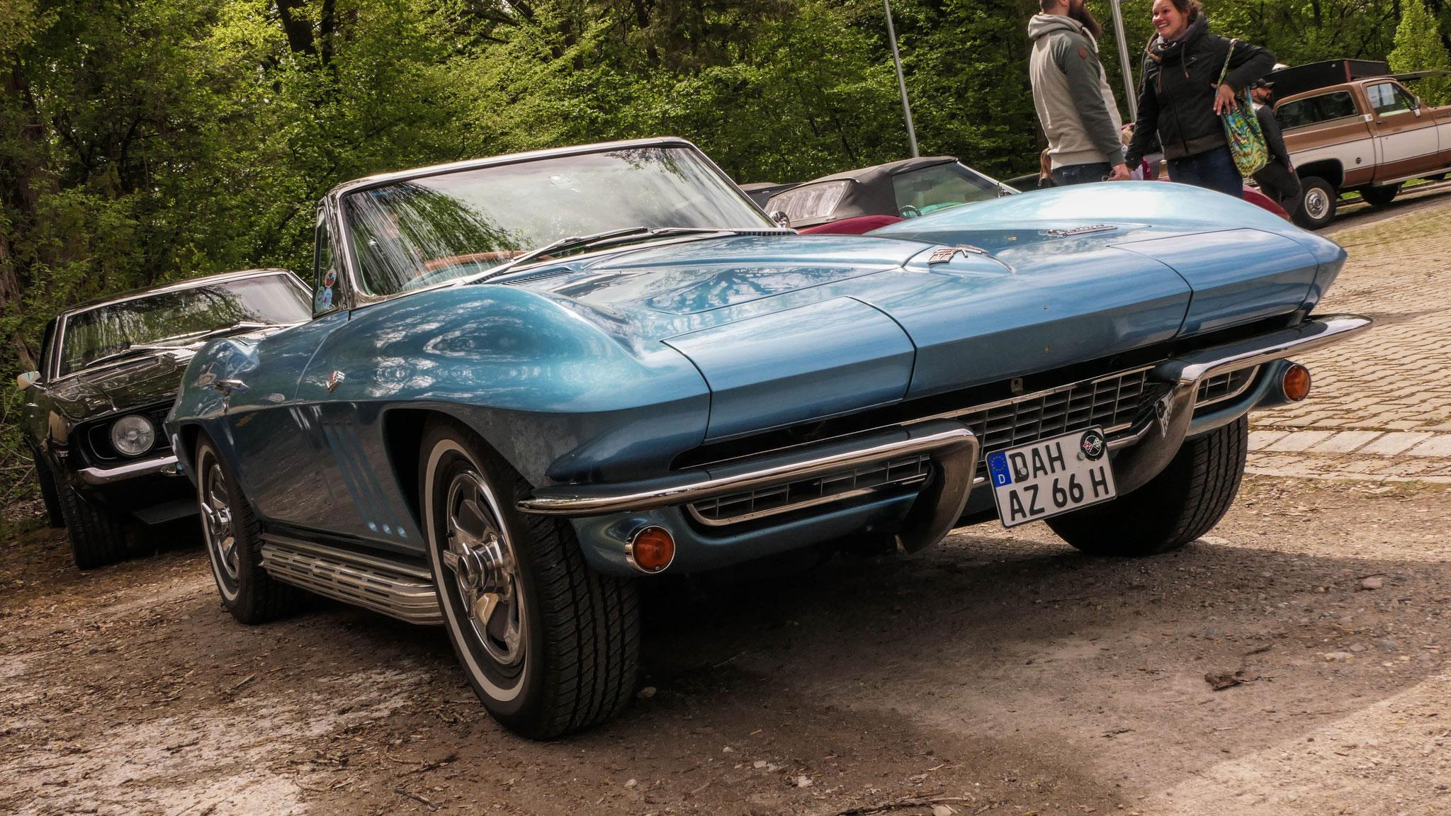 Chevrolet Corvette C2 - DAH-AZ-66H