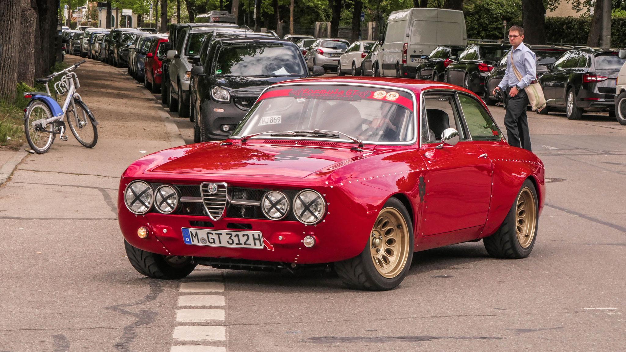 Alfa Romeo 2000 GT Veloce - M-GT_312H